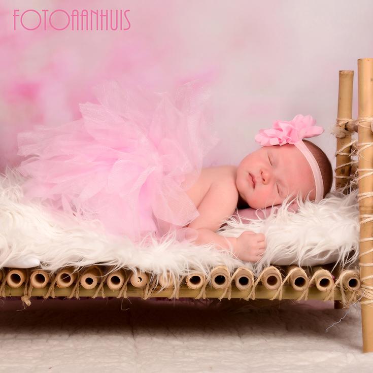 Newborn baby fotografie te Waregem tussen Gent en Kortrijk is op de grens van West-Vlaanderen en Oost-Vlaanderen