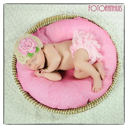 Newborn fotoshoot bij Fotoaanhuis