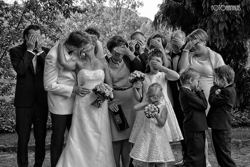 bruidsmeisjes en bruidsjonkers - fotograaf huwelijk - spontane huwelijksreportage