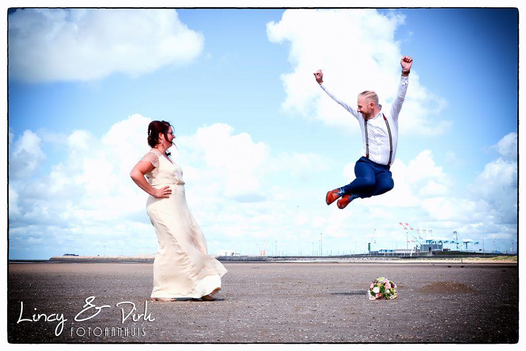 huwelijksreportage fotograaf huwelijk te Knokke - Kust - bruidsfoto's aan zee