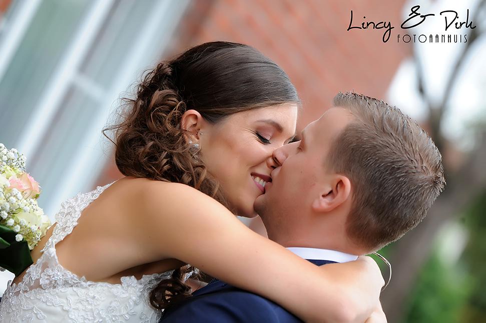 originele huwelijksreportage te Kortrijk - Harelbeke, eerste kus