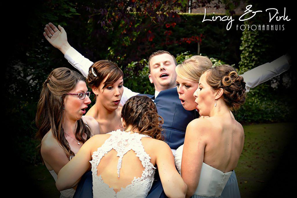spontane huwelijksreportage met vrienden,; bruidsmeisjes;