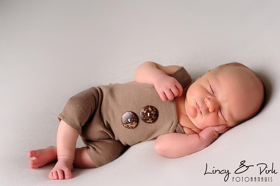 Newborn Baby fotografie sober naturel