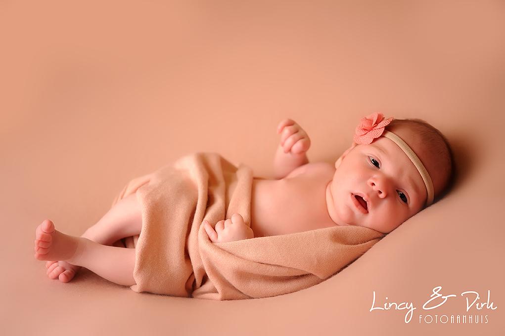 Newborn baby fotoshoot Fotoaanhuis kortrijk